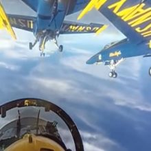 Поднимитесь на борт Blue Angel. Потрясающие видео 360